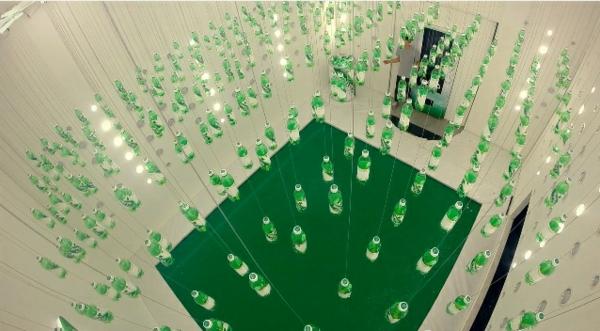 Une-marque-de-boisson-coréenne-crée-une-salle-de-jeux-avec-un-trampoline-pou