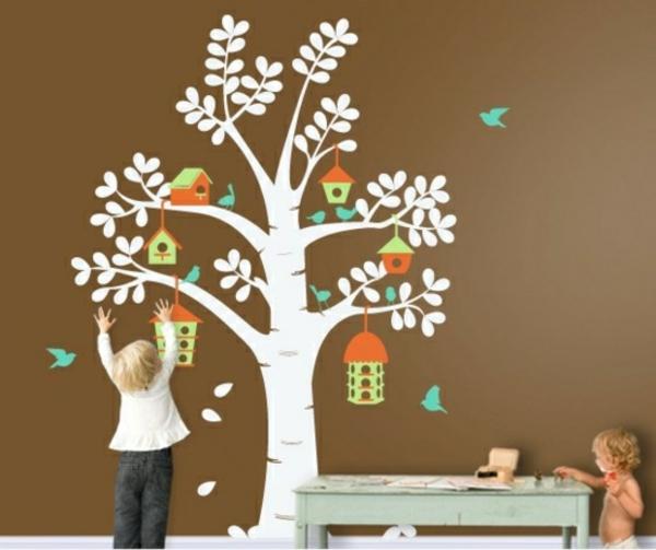 arbre-avec-des-maison-d'oiseau
