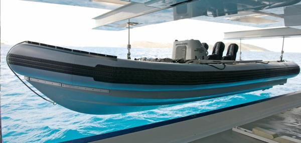 bâteau-sur-yacht