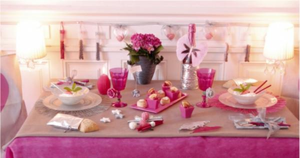 Jolie décoration de baptême pour la table
