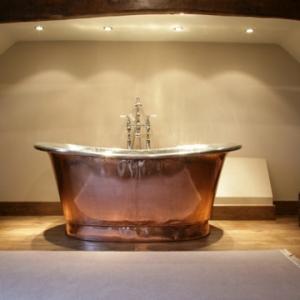 La baignoire sabot est un bijou pour votre salle de bains à thème baroque