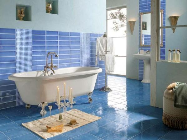 baignoire-sabot-une-salle-de-bains-bleue