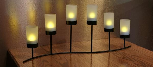 bougie-led-rechargeable-un-candélabre-avec-bougies-led