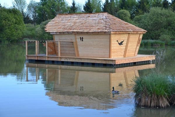 cabanes-flottantes-cabane-en-bois-clair