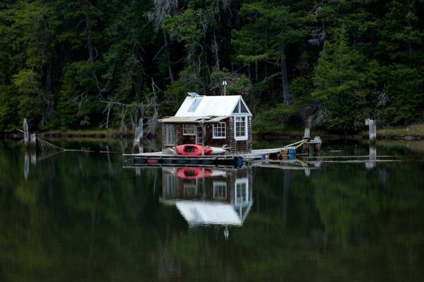 cabanes-flottantes-cabane-sur-rivière-Albino