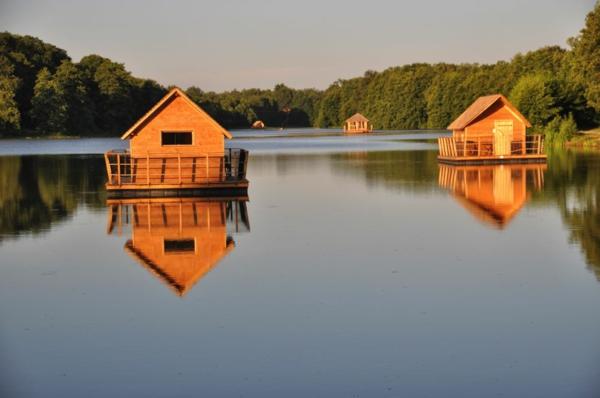 cabanes-flottantes-design-joli-en-bois