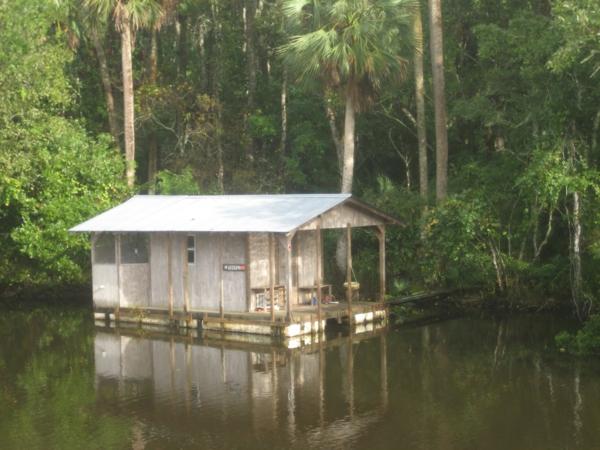 cabanes-flottantes-maison-sur-lac
