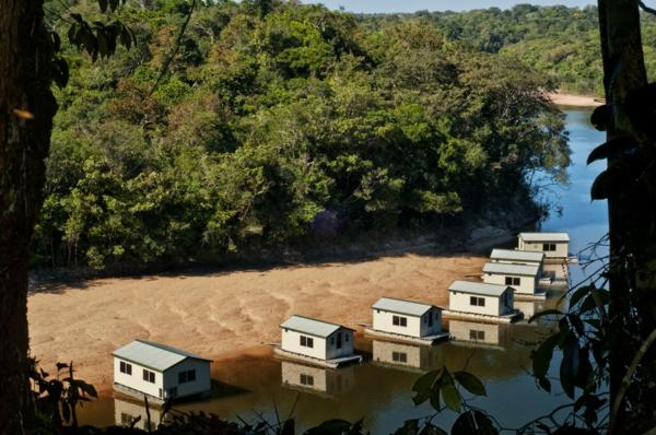 cabanes-flottantes-plusieurs-petites-cabanes