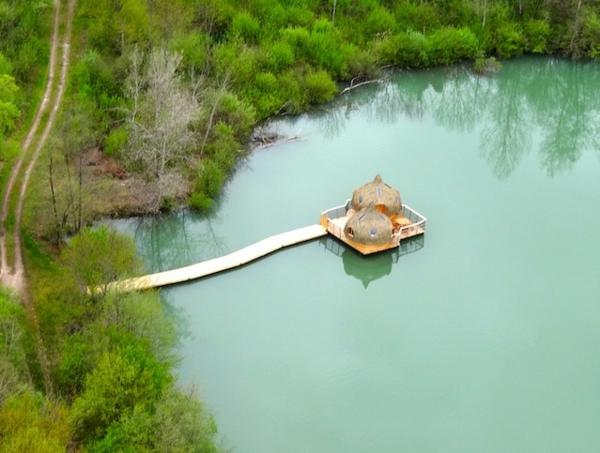 cabanes-flottantes-deux-cabanes-avec-un-ponton