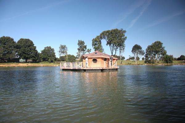 cabanes-flottantes-une-cabane-sur-l'eau