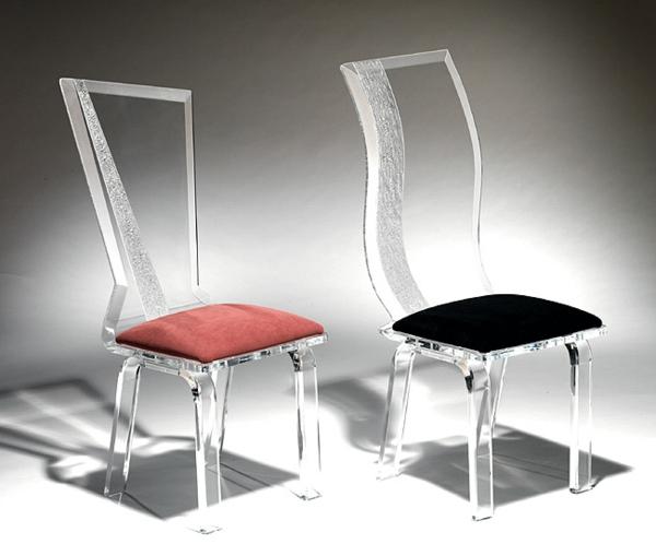 chaises-transparentes-deux-chaises-transparentes