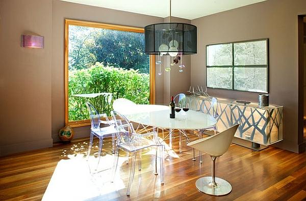 chaises-transparentes-salle-de-déjeuner-lumineuse