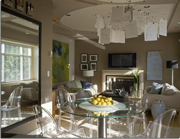 chaises-transparentes-salle-de-séjour