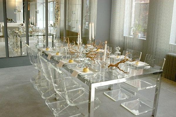 chaises-transparentes-table-salle-de-déjeuner-luxueuse-table-et-chaises-transparentes