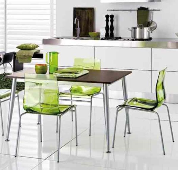 chaises-transparentes-une-cuisine-elegante