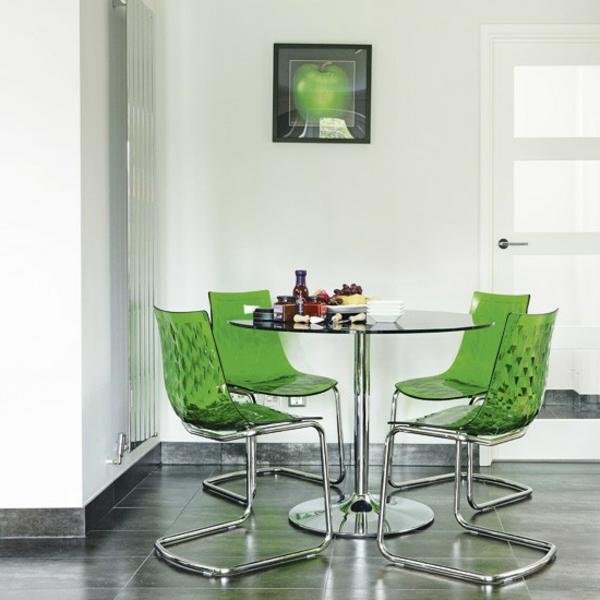 chaises-transparentes-vertes-salle-de-déjeuner
