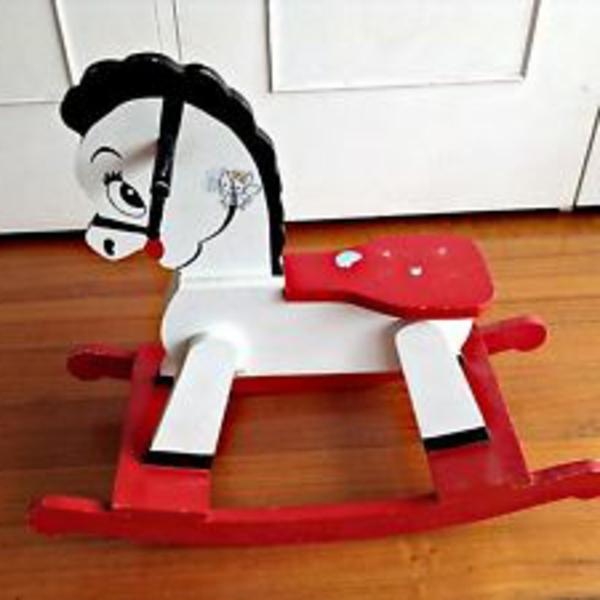 cheval-décorative-meuble-vintage-d'enfant