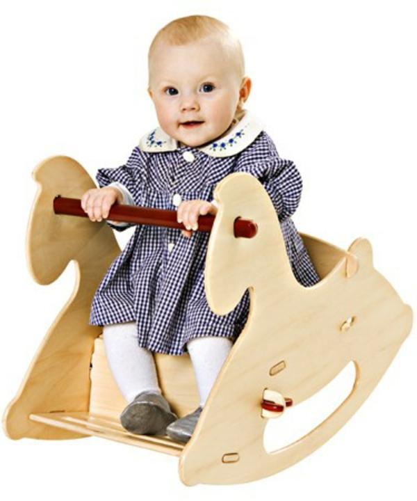 chevaux-balançoire-d'enfant