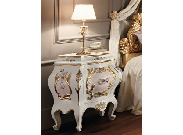 chevet-baroque-éléments-roses-et-or