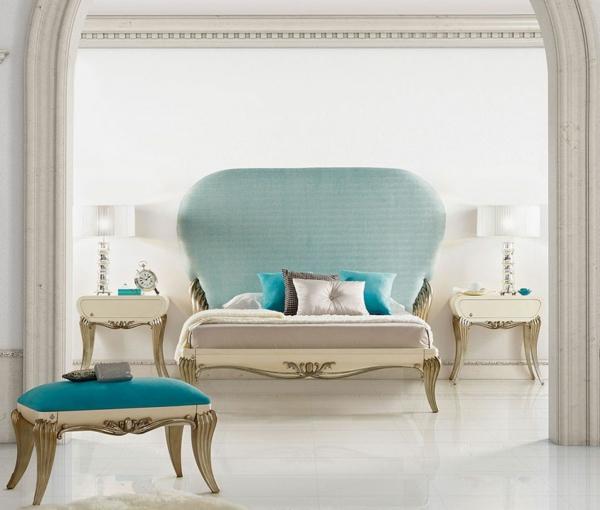 chevet-baroque-deux-chevets-baroque-dans-une-chambre-en-blanc-et-turquoise