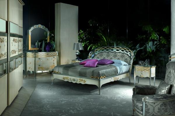 chevet-baroque-deux-tables-de-chevet-coquettes-et-une-table-coiffeuse-dans-une-chambre-magnifique