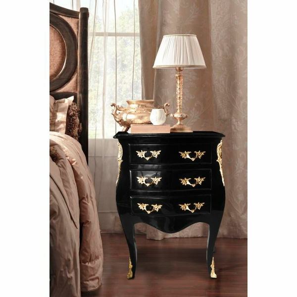 latest le chevet baroque d un meuble classique table de chevet cuir noir with chevet cuir. Black Bedroom Furniture Sets. Home Design Ideas