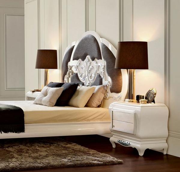 chevet-baroque-une-table-de-chevet-blanche-dans-une-chambre-à-coucher