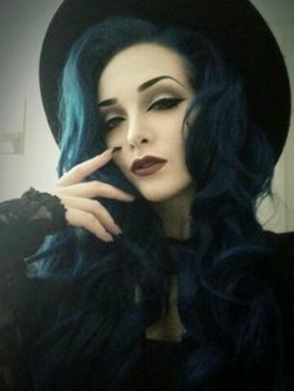 cheveux-bleu-maquillage-de-sorciere-de-halloween