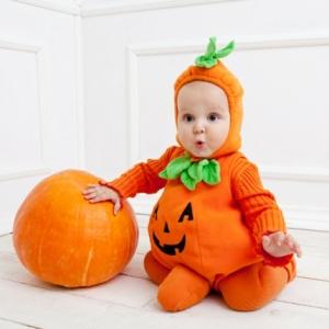 Le déguisement Halloween du bébé - si amusant!
