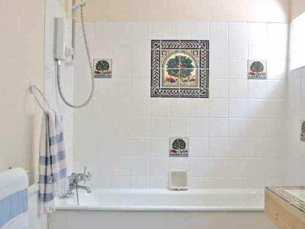 Le carrelage mural de salle de bain for Faience motif salle de bain