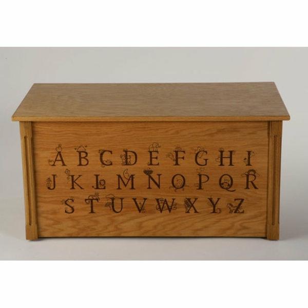 coffre-à-jouets-un-meuble-de-rangement-et-l'alphabet