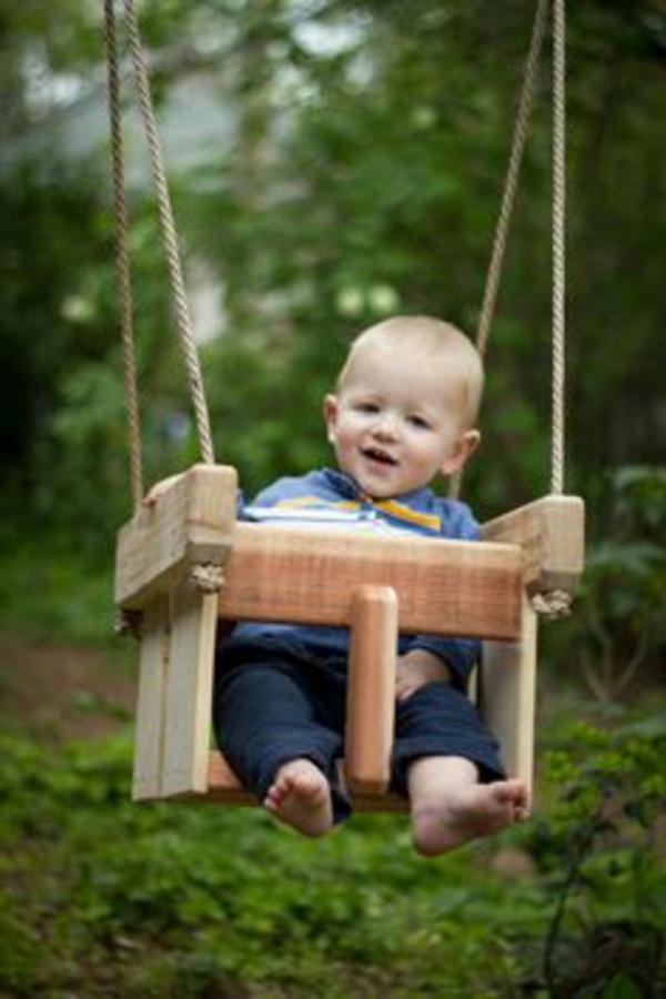 L balan oire un meuble vintage d 39 enfant - Balancoire pour bebe ...