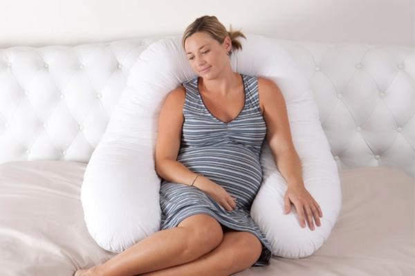 confortable-coussin-de-grossesse-chaise