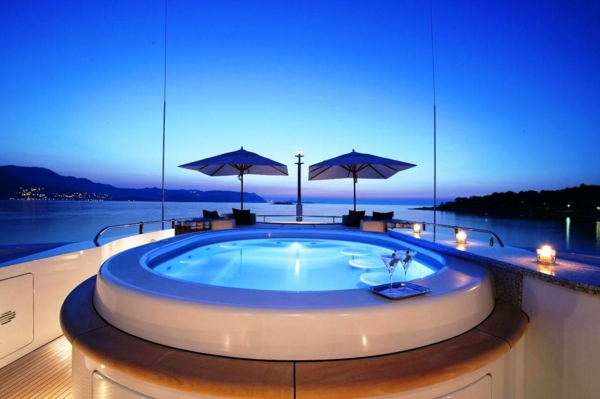 cool-piscine-de-yacht