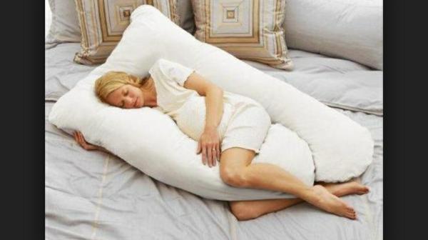 le coussin de grossesse d couvrez le confort. Black Bedroom Furniture Sets. Home Design Ideas
