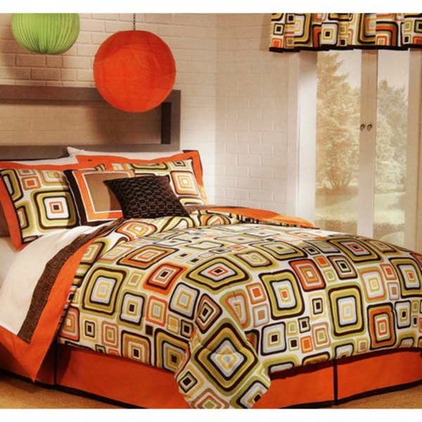couvre lit patchwork joli en rouge et vert pictures. Black Bedroom Furniture Sets. Home Design Ideas