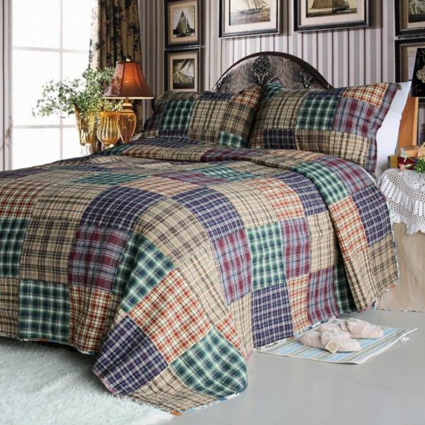 couvre-lit-patchwork-avec-de-petits-carrés
