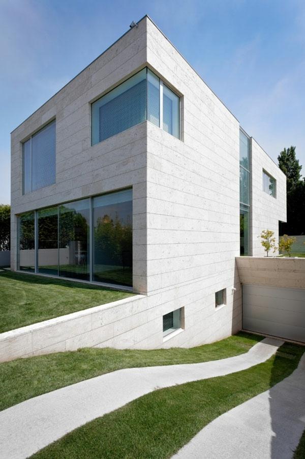 L 39 architecture minimaliste d 39 ext rieur en cube for Architecture minimaliste