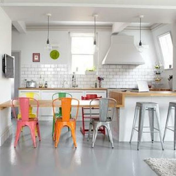 cuisine-en-chaise-multicolore