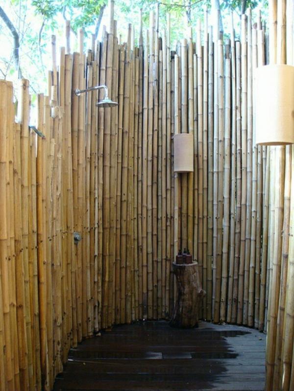 douche-jardin-idées-rafraîchissantes-cabine-douche-bambou