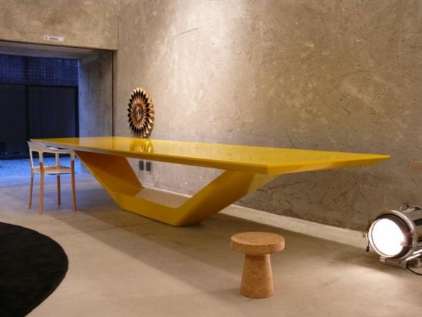 ensemble-table-et-chaise-table-jaune-contemporaine