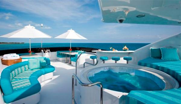 Uniques mod les de yacht de luxe vendre for Yacht de luxe interieur