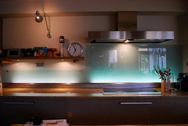 La cr dence en verre pour la cuisine for Jolie cuisine