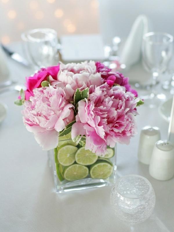 jolie-fleures-en-vase-sur-table