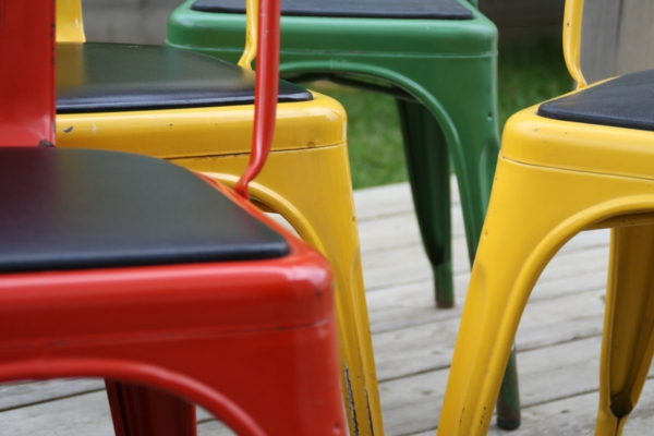 jolies-couleurs-pour-le-chaise-Tolix