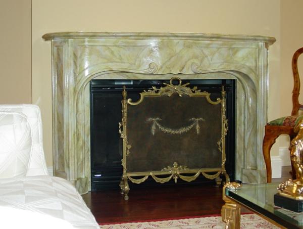 la-peinture-trompe-l' oeil-imitation-de-marbre-sur-une-cheminée