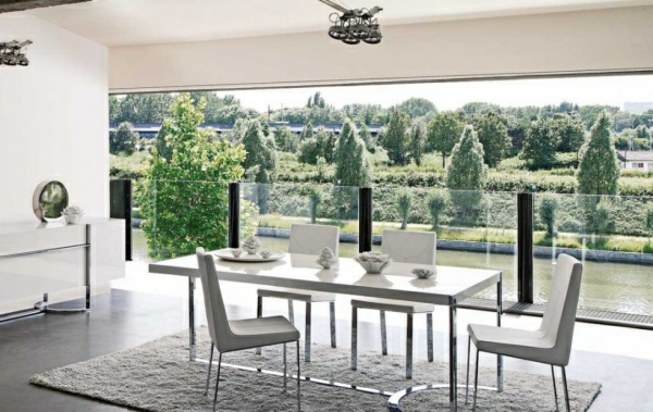 Stunning table salle a manger contemporaine roche bobois for Tables de salon roche bobois