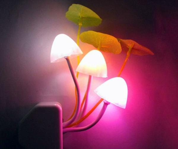 lampe-champignon-avec-des-feuilles-décoratifs