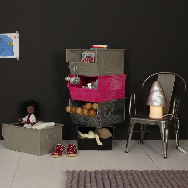lampe-champignon-sur-une-chaise
