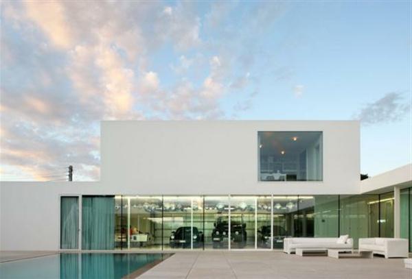 large-window-garage-Modern-Minimalist-Villa-Beel-Achtergael-Architecten-Belgium-resized